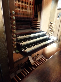 Lochee Parish Church console: 1890 Hill organ and barker machine